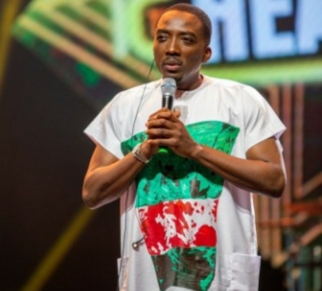Bovi wears T-shirt with 'bloodstained' Nigerian flag at the Headies in remembrance of Lekkitollgate victims