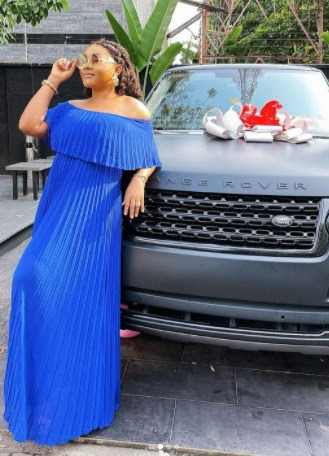 Mercy Aigbe shows off Ranger Rover a friend bought her