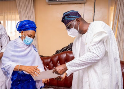 Sanwo-Olu receives notes Jakande left for him before his death