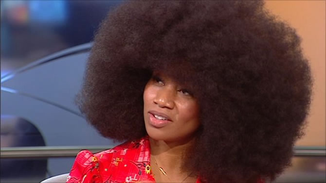 Worlds Largest Afro Hair Takes Two Days To Wash
