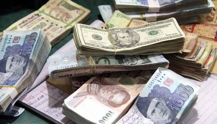 ڈالر کی نیچی پرواز، 122 روپے پر آگیا