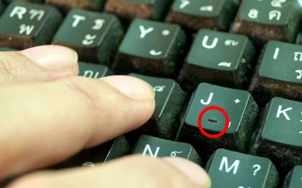 کمپیوٹر کی بورڈ پر Fاور J ذرا سے ابھرے کیوں ہوتے ہیں؟ موبائل کیمرہ کے ساتھ یہ چھوٹا سا سوراخ کیا ہوتا ہے؟ جانئے وہ باتیں جو آپ کو آج تک کسی نے نہیں بتائیں
