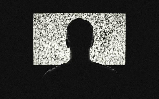 ایک پرانے ٹی وی سیٹ کی خرابی نے ڈیڑھ سال تک پورے گاﺅں کا انٹرنیٹ خراب کیے رکھا، یہ کیسے ممکن ہے؟ جان کر آپ کو بھی ہنسی آجائے