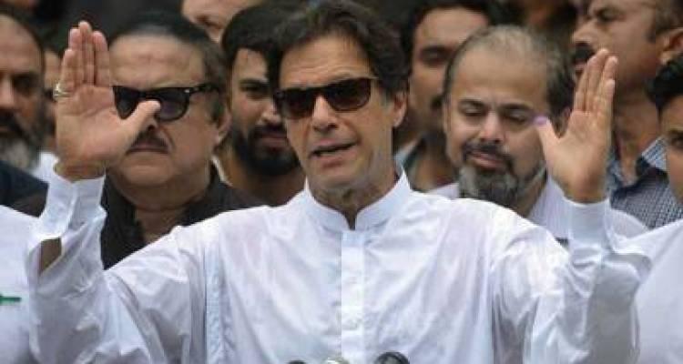 عمران خان ٹویٹر پر صرف ایک صحافی کو فالو کرتے ہیں او ر کیا آپ جانتے ہیں وہ کون ہیں ؟ جواب آپ کے تمام اندازے غلط ثابت کر دے گا