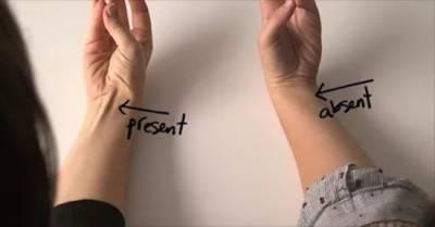 آپ ہتھیلی اوپر اٹھائیں تو کیا اس طرح کا نشان بنتا ہے؟ اگر ہاں تو اس کی انتہائی حیران کن وجہ جانئے