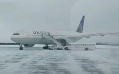 اتنی شدید سردی کہ 13 گھنٹے تک ہوائی جہاز کا دروازہ ہی نہ کھولا جاسکا، مسافر اندر قید