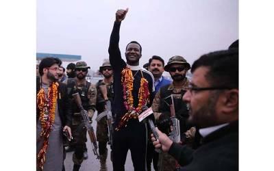 پاکستانیوں کیخلاف زہر اگلنے پر ڈیرن سیمی نے سوشل میڈیا صارف کو ایسا جواب دیدیا کہ اب کبھی وہ دوبارہ ایسی حرکت نہ کرے گا