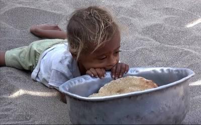 پاکستان میں چوالیس فیصد بچوں کو غذائیت کی کمی کا سامنا ہے :غیر ملکی رپورٹ