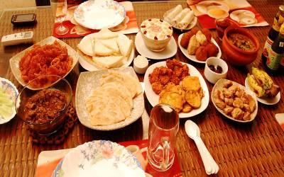 ایسی غذائیں جن سے افطار کے وقت اجتناب کرنا چاہیے