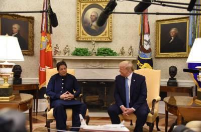 """""""امریکی صدر آفیشل سیکرٹ کال کرنا چاہتے تھے تو عمران خان عجلت میں بنی گالا سے وزیراعظم ہاوس پہنچے """"ڈونلڈٹرمپ اور عمران خان کی گفتگوکی اندرونی کہانی منظر عام پر آگئی"""