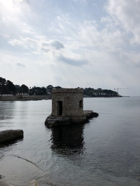 A tower on a rocky beach! Antibes Water meetup 22-28.02.2018