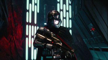 force-awakens-Phasma-chrometrooper