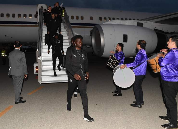 arsenal squad arrives in baku ahead of europa league final [photos] Arsenal squad arrives in Baku ahead of Europa League final [PHOTOS] D7beAiyW4AIU6zG