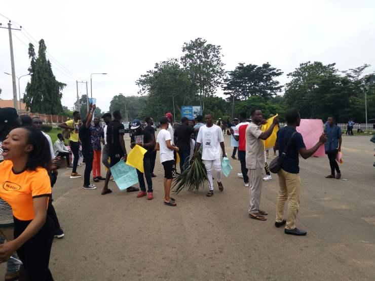breaking: ondo youths shut down gov. akeredolu's office BREAKING: Ondo youths shut down Gov. Akeredolu's office 8F3FC400 CFC1 4ED8 9883 87562FBD2C88