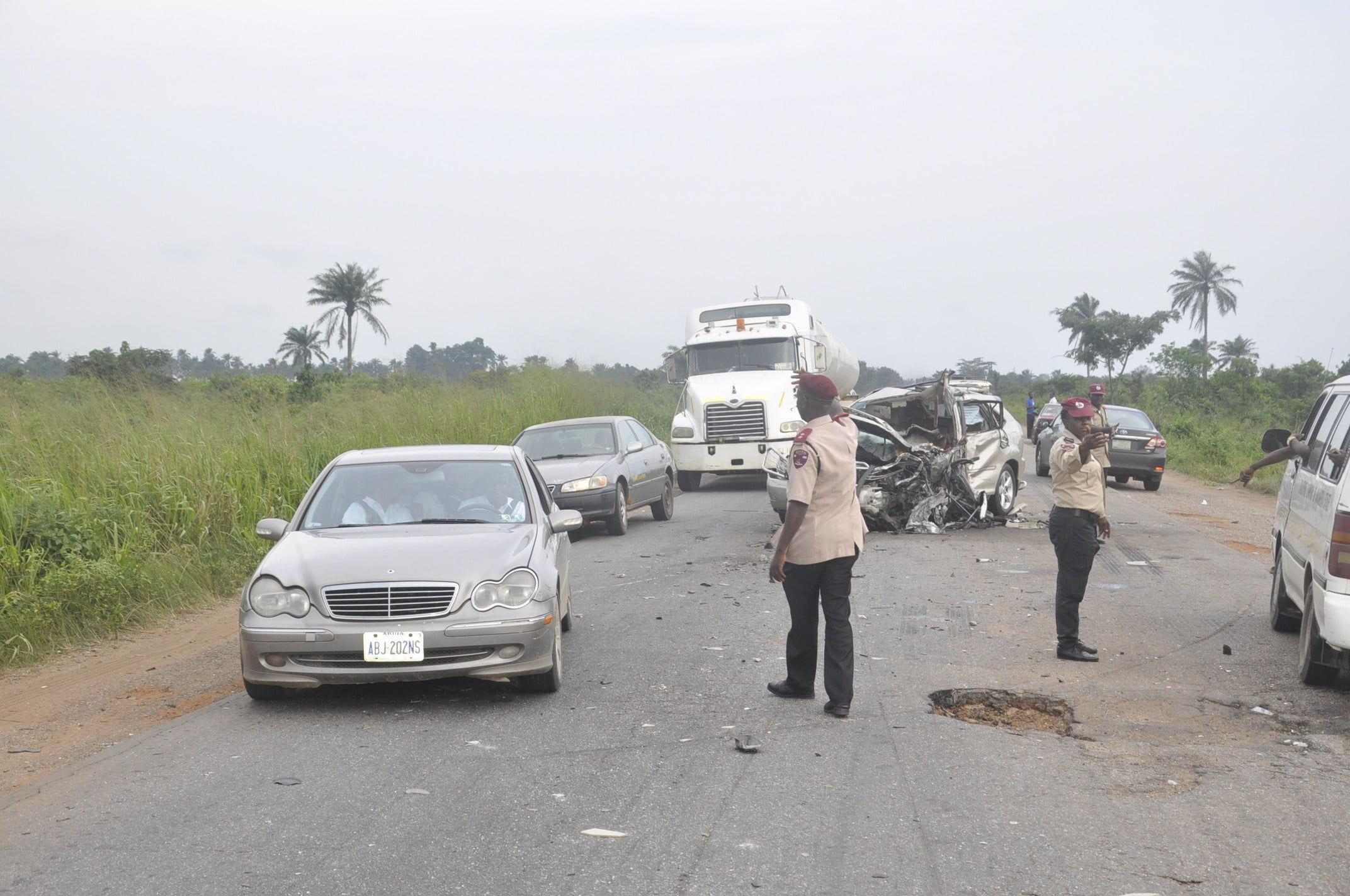 FRSC Officials controling traffic at the accident scene - Accidents: 168 people killed, 969 injured in Bauchi, Borno, Yobe - FRSC