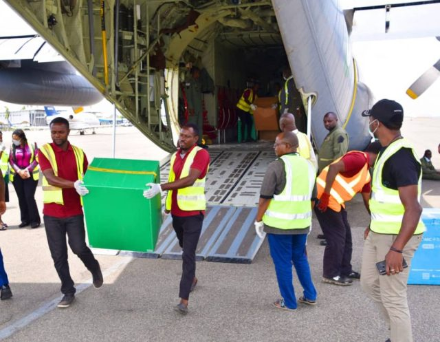 Coronavirus: Nigerian Air Force moves Jack Ma's medical supplies from Lagos to Abuja
