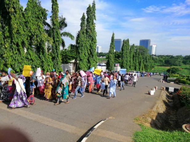 IMG 0183 1024x767 - Hushpuppi: Protesters storm US Embassy, demand arrest of Atiku, Dino Melaye [PHOTOS]