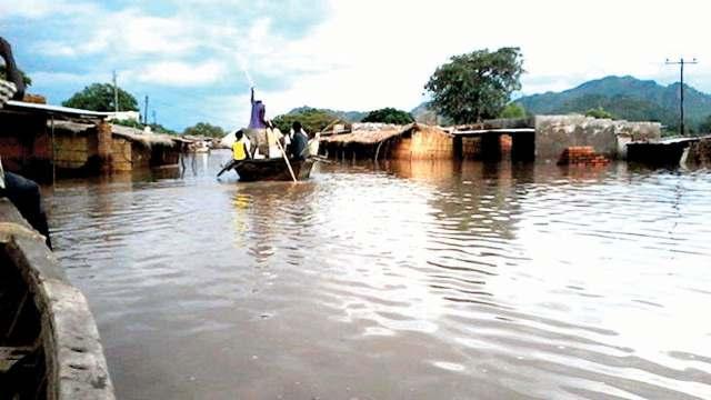 Floods kill 20