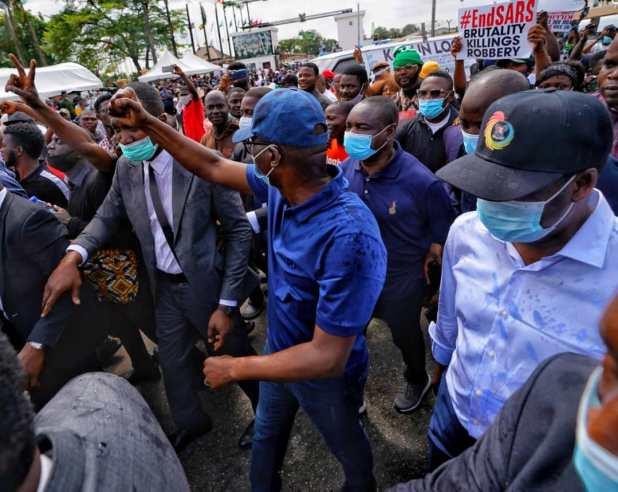 EkNSY8kXgAMKJTo - End SARS: Gov Sanwo-Olu joins protest in Lagos, reveals next steps [PHOTOS]