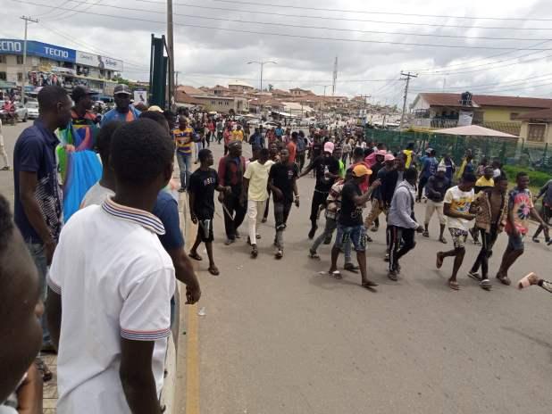 IMG 20201013 125655 733 scaled - End SARS protesters in Osun shut down Osogbo, Ile-Ife road