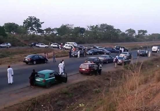 12 killed, 25 injured in a fatal accident along the Kaduna-Abuja road