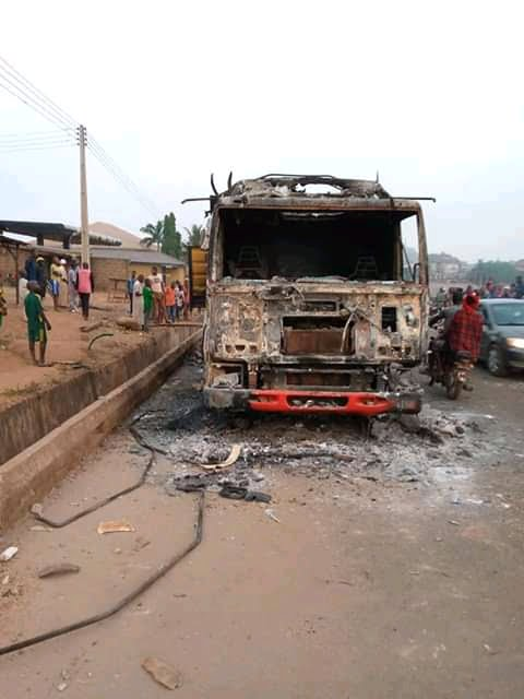 FB IMG 16104466744223217 - Angry mob set truck ablaze for allegedly crushing boy in Saki, Ogun [PHOTO]