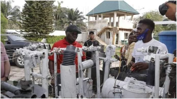Gov Ikpeazu awards scholarship to Abia-born electricity transformer innovator - Daily Post Nigeria