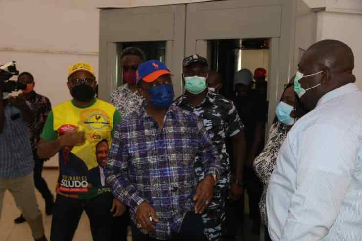 Sit-at-home: Obiano enforces resumption of businesses in Anambra, visits banks, markets [PHOTOS]