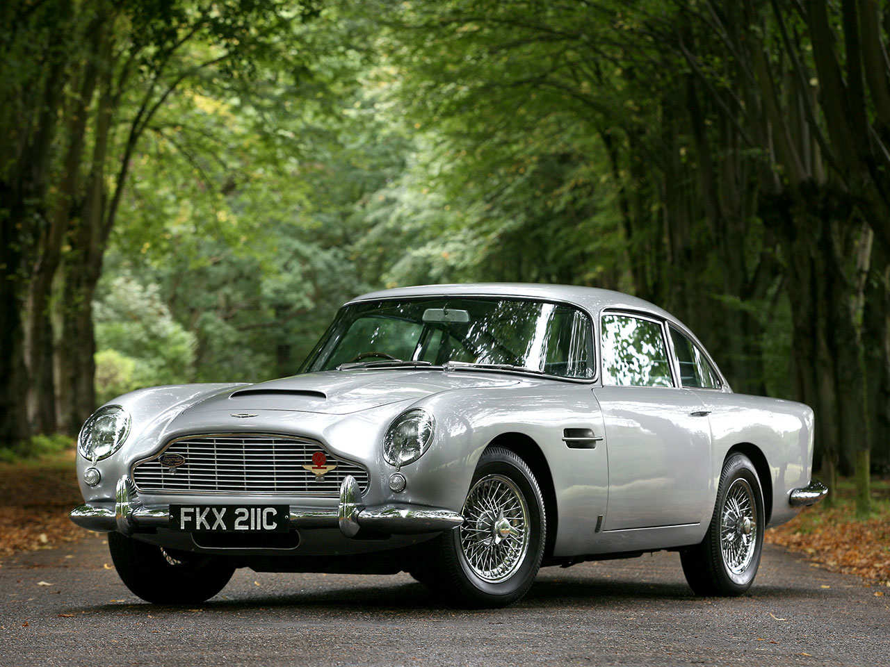 5 Reasons I Prefer A Classic Aston Martin