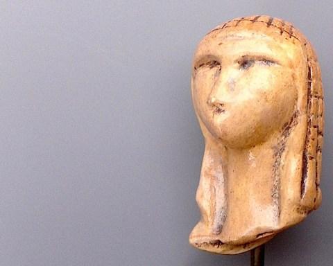 Dame de Brassempouy, paléolithique supérieur, ivoire de mammouth sculpté, France.