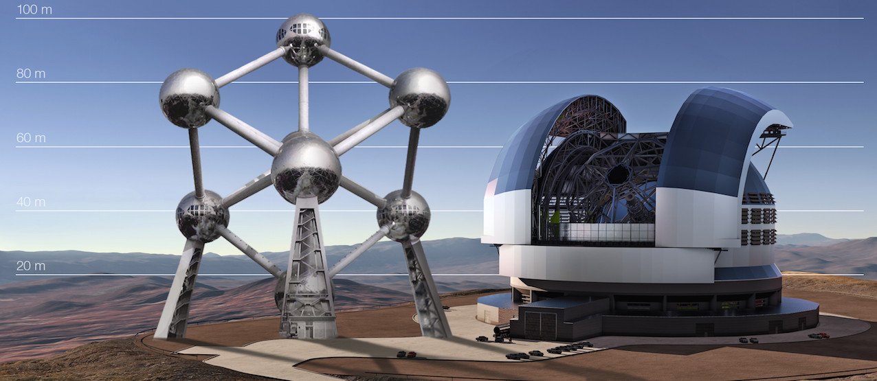 Comparaison de la taille du futur E-ELT avec l'Atomium (Bruxelles). © ESO.