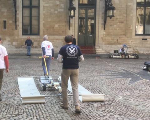 Premiers essais dans la cour de l'Hôtel de Ville de Bruxelles