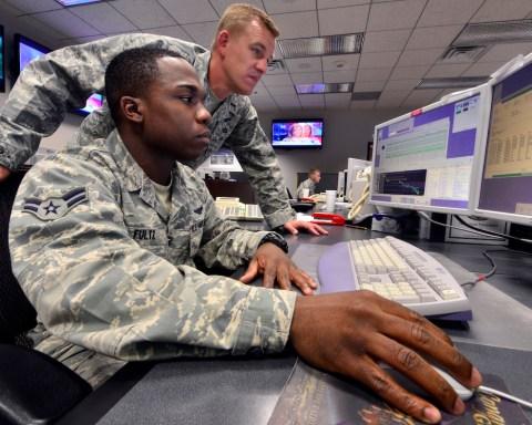 Opérateurs des satellites américains GPS. © GPS.gov