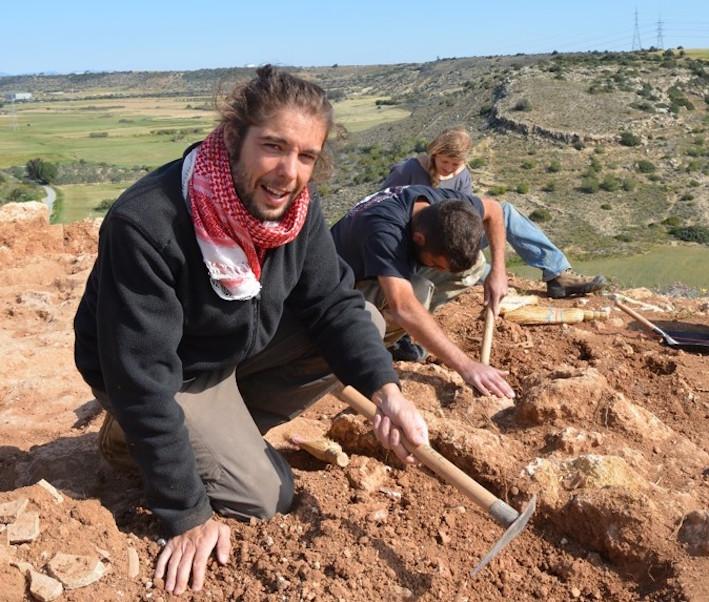 Sur le terrain à Chypre, fouilles de Pyla-Kokkinokremos © J. Bretschneider