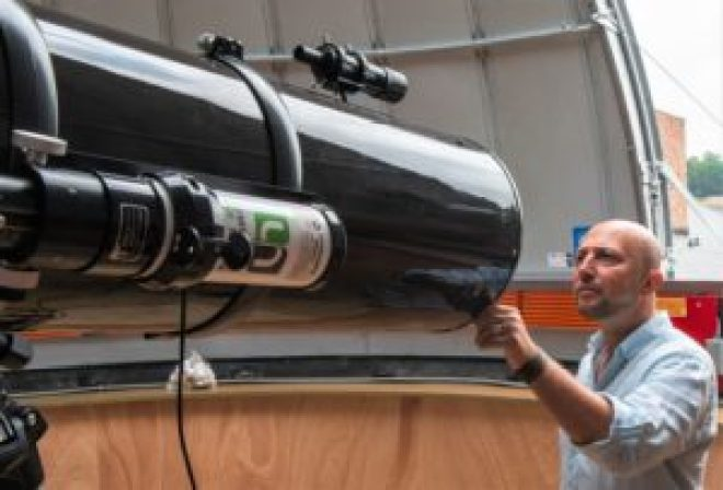 Les images captées par les télescopes seront transmises en direct. Elles sont ainsi utilisablesdepuis un auditoire © UNamur