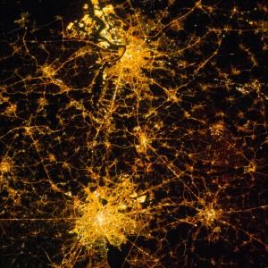 Toujours depuis l'ISS, cette photo de la Belgique prise de nuit en 2012. Outre Bruxelles, on identifie aussi Anvers. © NASA