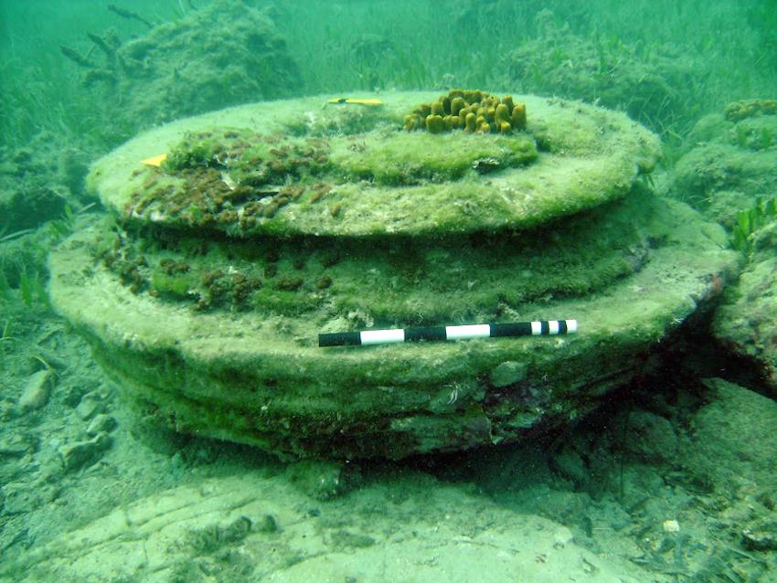 Les structures sous-marines étudiées ressemblent à des socles de colonnes. ©D.R.