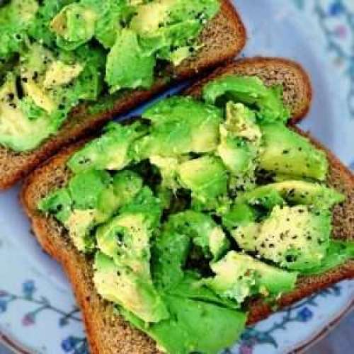 wholemeal bread with avocado