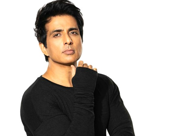Sonu Sood and his team save 20-22 Covid-19 patients at ARAK hospital in Bengaluru in the middle of the night : Bollywood News