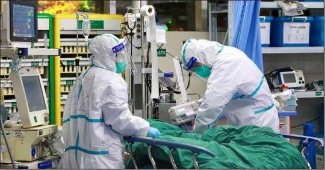 یورپ میں ڈاکٹرز کو خراج تحسین پیش کرنے کے لیے پھولوں کی برسات کی گئی