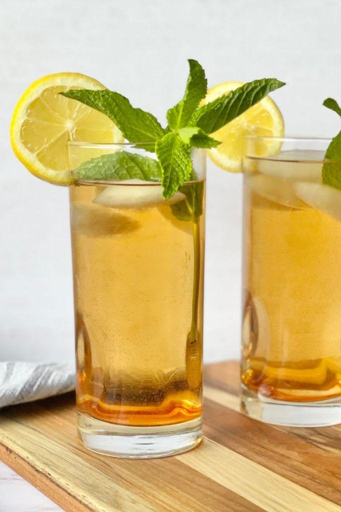 iced sun tea with lemon and fresh mint