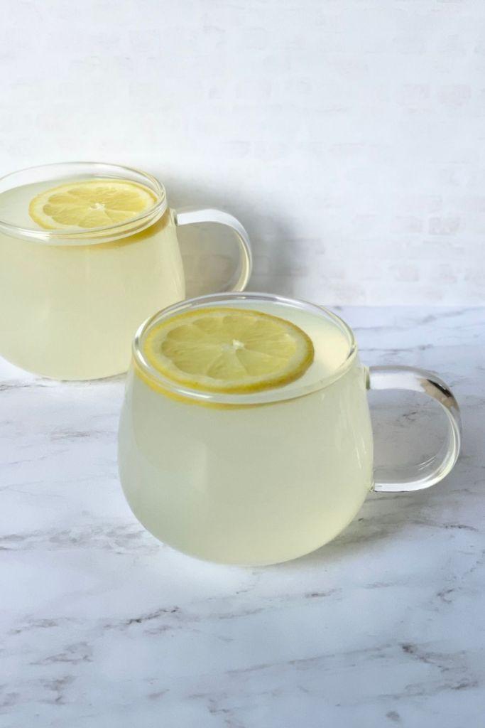 lemon tea with lemon slice