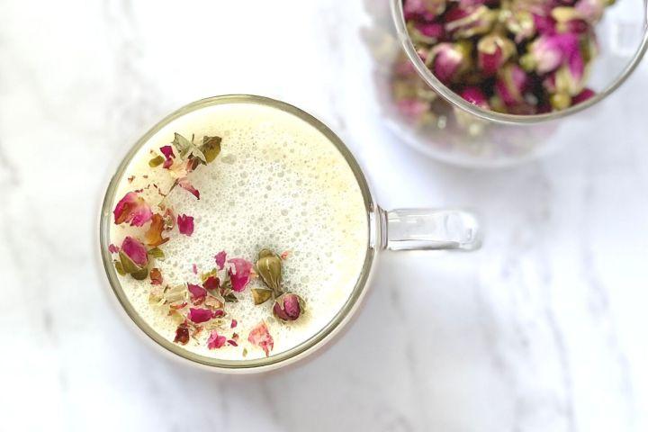milk tea with rosebuds in tea cups