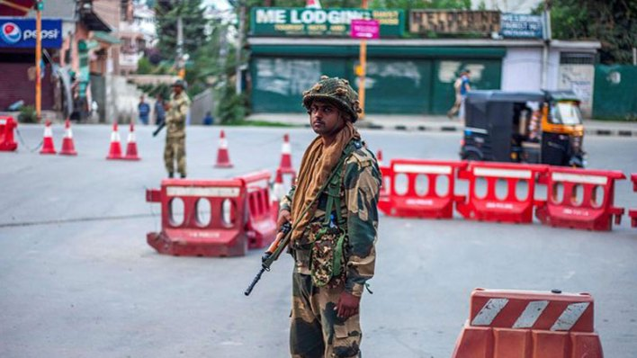 Armed-soldiers-patrol-silent-streets-after-Kashmir-curfew