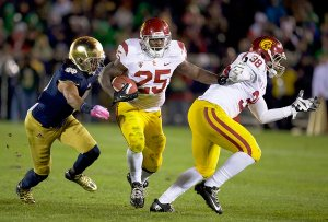 Redd alert · USC senior tailback Silas Redd (25) had 19 carries for 112 yards and one touchdown against Notre Dame, his first 100-yard rushing game since Oct. 13, 2012 in the Trojans' 24-14 victory over Washington. - Ralf Cheung | Daily Trojan