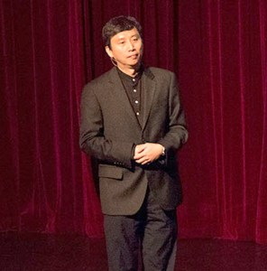 Jolly good fellow · Chade-Meng Tan speaks to students in Bovard Auditorium on Wednesday night about the importance of happiness. - Mariya Dondonyan | Daily Trojan