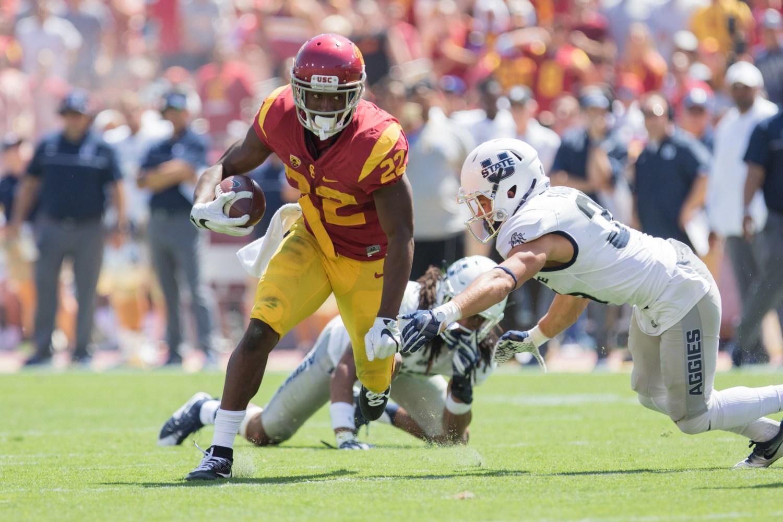 Nick Entin | Daily Trojan Senior running back Justin Davis avoids tackles during a rushing play.