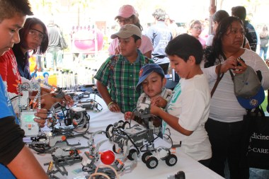 Photo courtesy of Good Neighbors Hardware for success · The USC Good Neighbors Campaign provides support for the Foshay Learning Center, through which local students participated in an international robotics competition in June 2015.