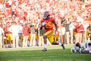 Ronald Jones II scores from 23 yards out, his first of four rushing touchdowns - Trevor Sochocki | Daily Trojan