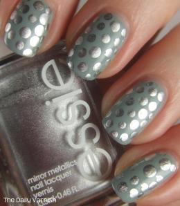 nail art metallic polka dots